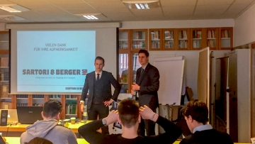 post image Sartori & Berger attended the state business school Berliner Tor and presented the profession as a shipping agent.