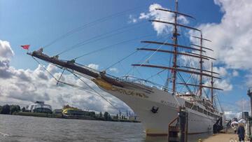 post image Sea Cloud II in Hamburg